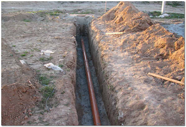 Траншея для подключения к внешней канализации
