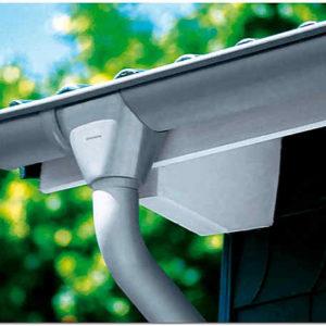 Как крепить водостоки к крыше: правила и способы надёжного монтажа