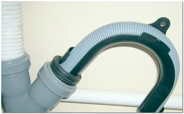 Подключение посудомойки к канализации через отвод