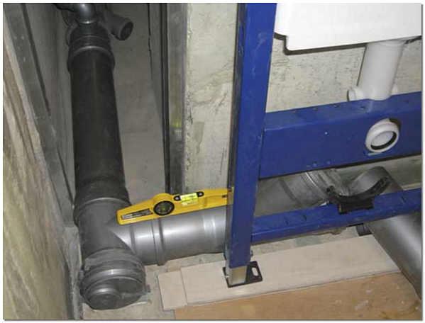 Подключение канализации к инсталляции