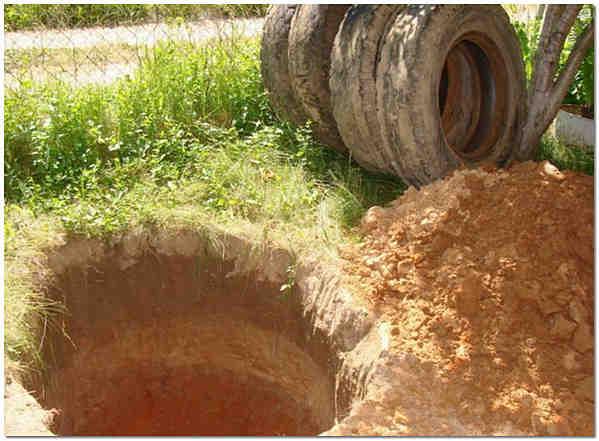 Котлован под сливную яму из автомобильных покрышек