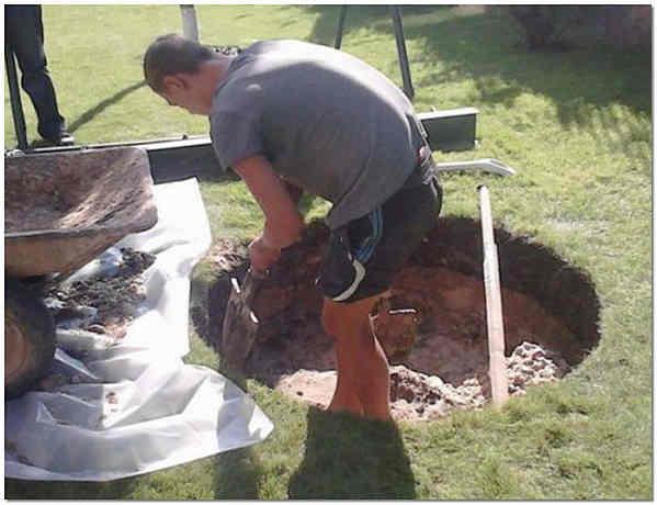 Разработка котлована под яму