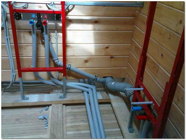Прокладка канализации в деревянном доме