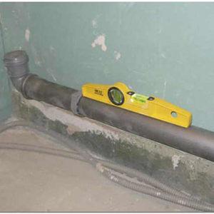 Как рассчитать угол уклона самотечной канализации в частном доме?